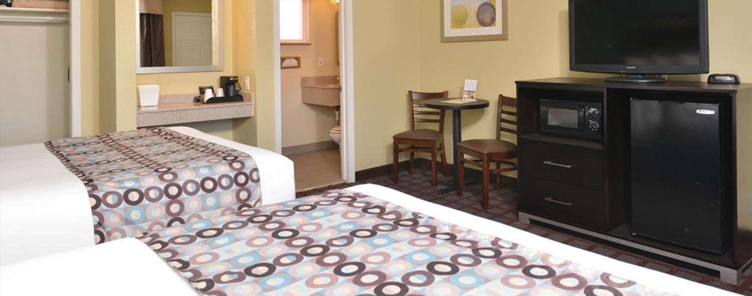 ENJOY A RESTFUL STAY IN OUR SLO TOWN GUEST ROOMS