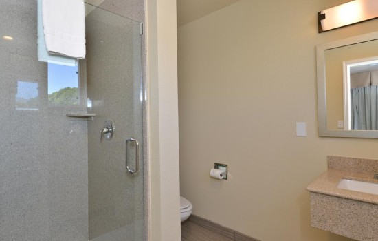 Welcome To Avenue Inn Downtown San Luis Obispo - Private Bathroom