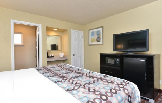 Welcome To Avenue Inn Downtown San Luis Obispo - Queen Room